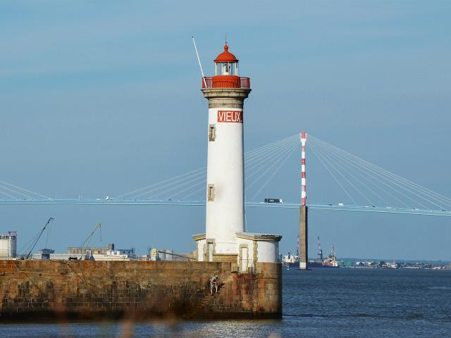 phare-pont-grues.jpg